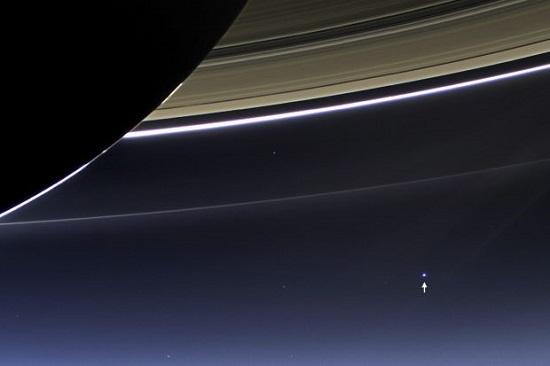 Spacesaturnearth037979582