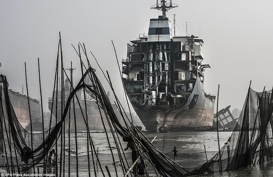 Chittagong-ship-breaking-yard-6[2]