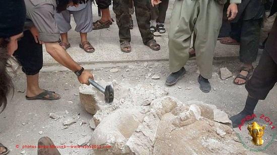 Assyrian-statue