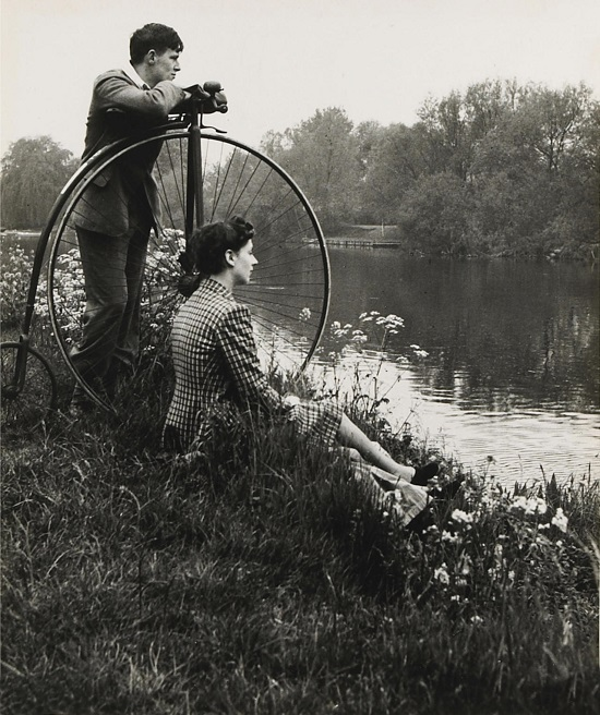 Day on the river. Bill Brandt, 1941