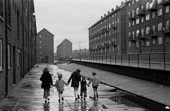 Hedges-Children-walking-home-on-a-council-estate-Newcastle-upon-Tyne-1972-453-16a-1280x834