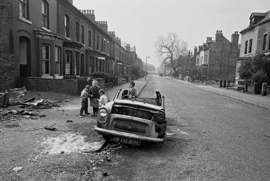 Hedges-Street-scene-Manchester-1970-171-9-1280x859