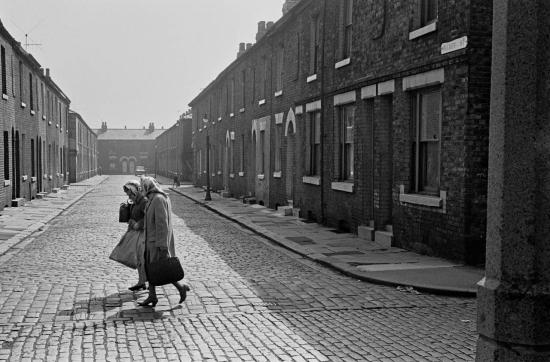 Hedges-Street-scene-Salford-3-1970-168-28-1280x843