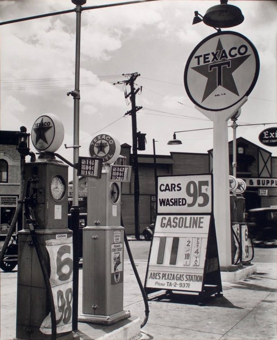Gasoline-station-Tremont-Avenue-and-Dock-Street-Bronx-849x1024