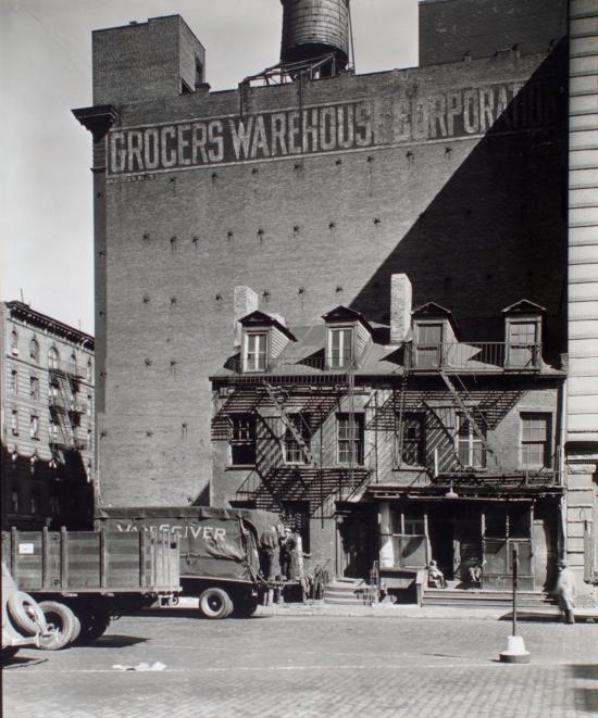 Abbott-Broome-Street-no.-512-514-Manhattan.-Berenice-Abbott-1935