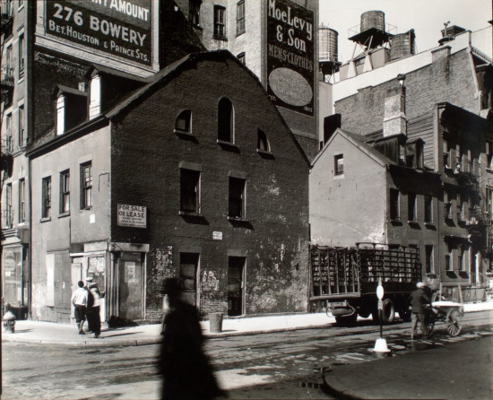 Abbott-Mulberry-and-Prince-Streets-Manhattan-Berenice-Abbott-1935