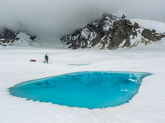 Denali-glacial-pool