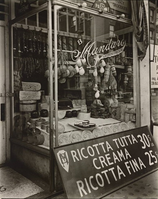 Cheese-Store-276-Bleecker-Street-Manhattan-825x1024