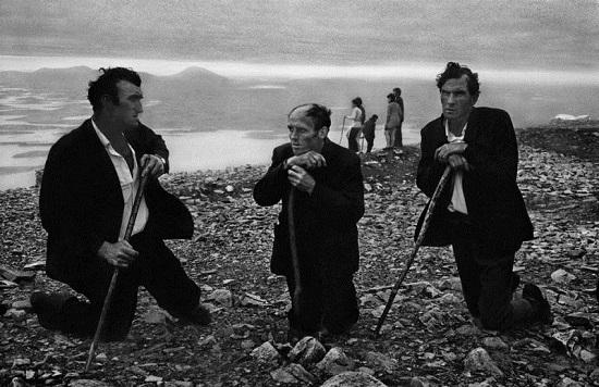 Koudelka-croagh-patrick-pilg,ireland,1972