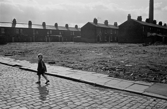 Hedges-Child-crossing-wasteground-Salford-1969-183-7-1280x837