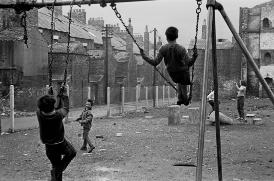 Hedges-Children-playing-in-a-derelict-playground-Newcastle-upon-Tyne-1971-347-11-1280x850