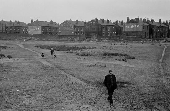 Hedges-Crossing-wasteland-from-back-to-back-housing-towards-railway-line-Leeds-1970-221-28-1280x835