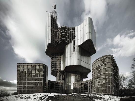 Concrete-utopia4