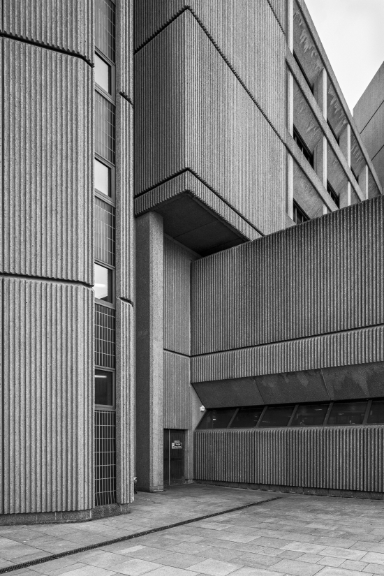 Simon_phipps_queen_elizabeth_law_courts_liverpool_01