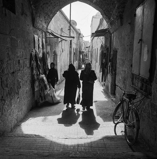 Street-near-Khan-al-Tutun-al-Kebir-Aleppo-Syria-2003