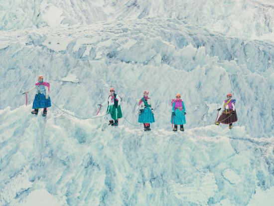 Climbing-cholitas3