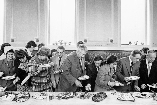 Parr-Mayor-of-Todmorden's-inaugural-banquet-Todmorden-West-Yorkshire-England-1977-by-Martin-Parr-_-Magnum-Photos-954x636