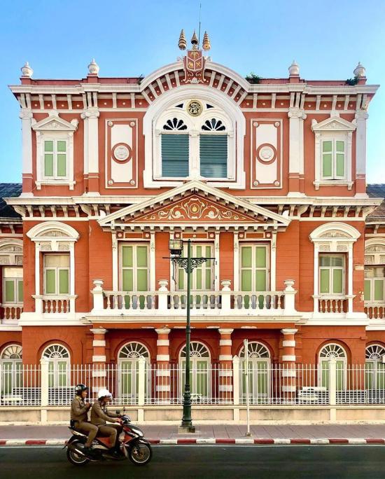 Awa-saranrom-palace