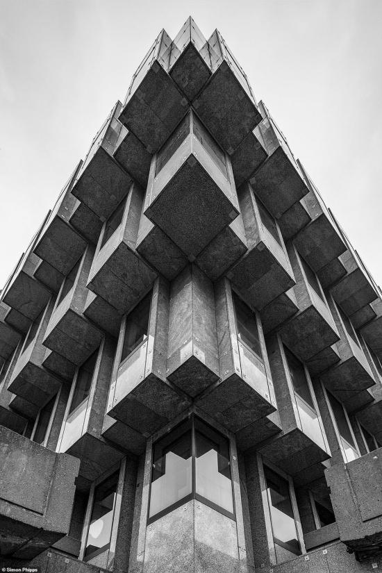 Brutal-north-Bank_House_in_Leeds